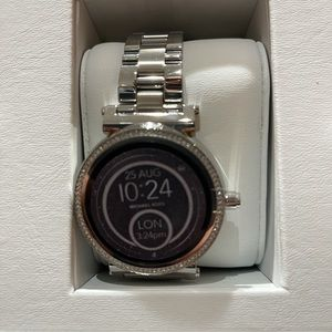 COPY - New &Auth Michael Kors Smart Watch Silver